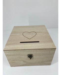 ξύλινο κουτί ευχών με καρδούλα