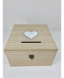 ξύλινο κουτί ευχών με λευκή καρδούλα