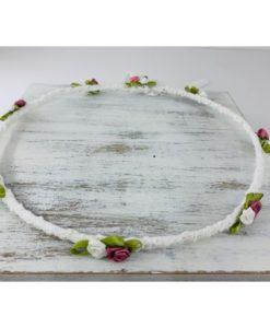 στέφανα με λουλούδια λευκά και σάπιο μήλο